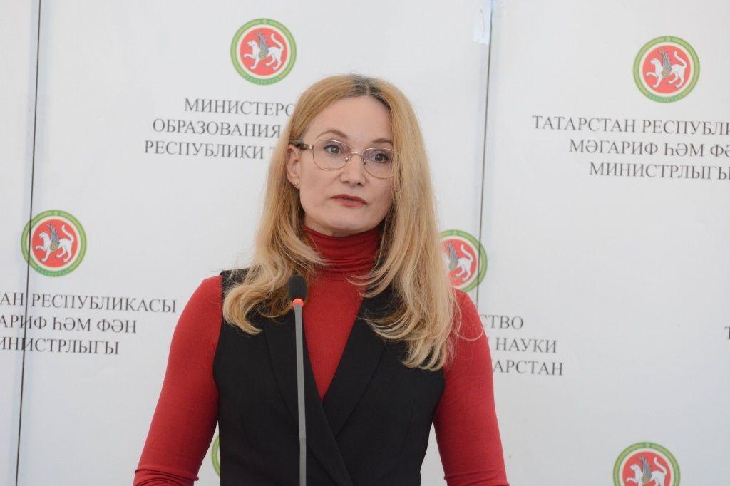 Инна Идрисова на интернет-собрании в КИУ.jpg