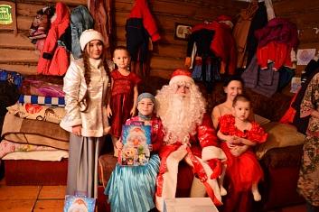 Волонтеры КИУ исполняют новогодние мечты детей республики